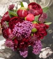 Romantiline kimp pojengide ja sirelitega (kevad/suvi)