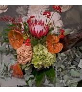 Eksootiline soojades toonides lillekimp
