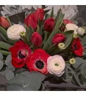 Anemoonidest, ranunculustest ja tulpidest lihtne kimp