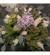 Lihtne kimp valgetest tulpidest (talv/kevad)